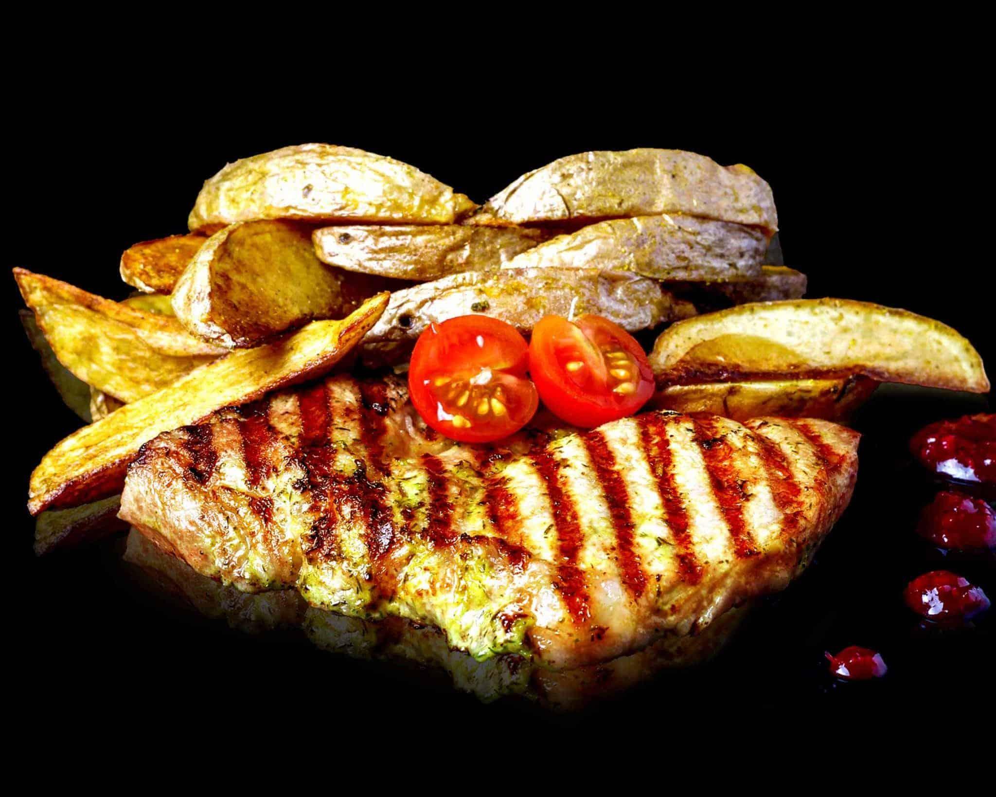 Стейк зі свинини на грилі з соусом деміглас