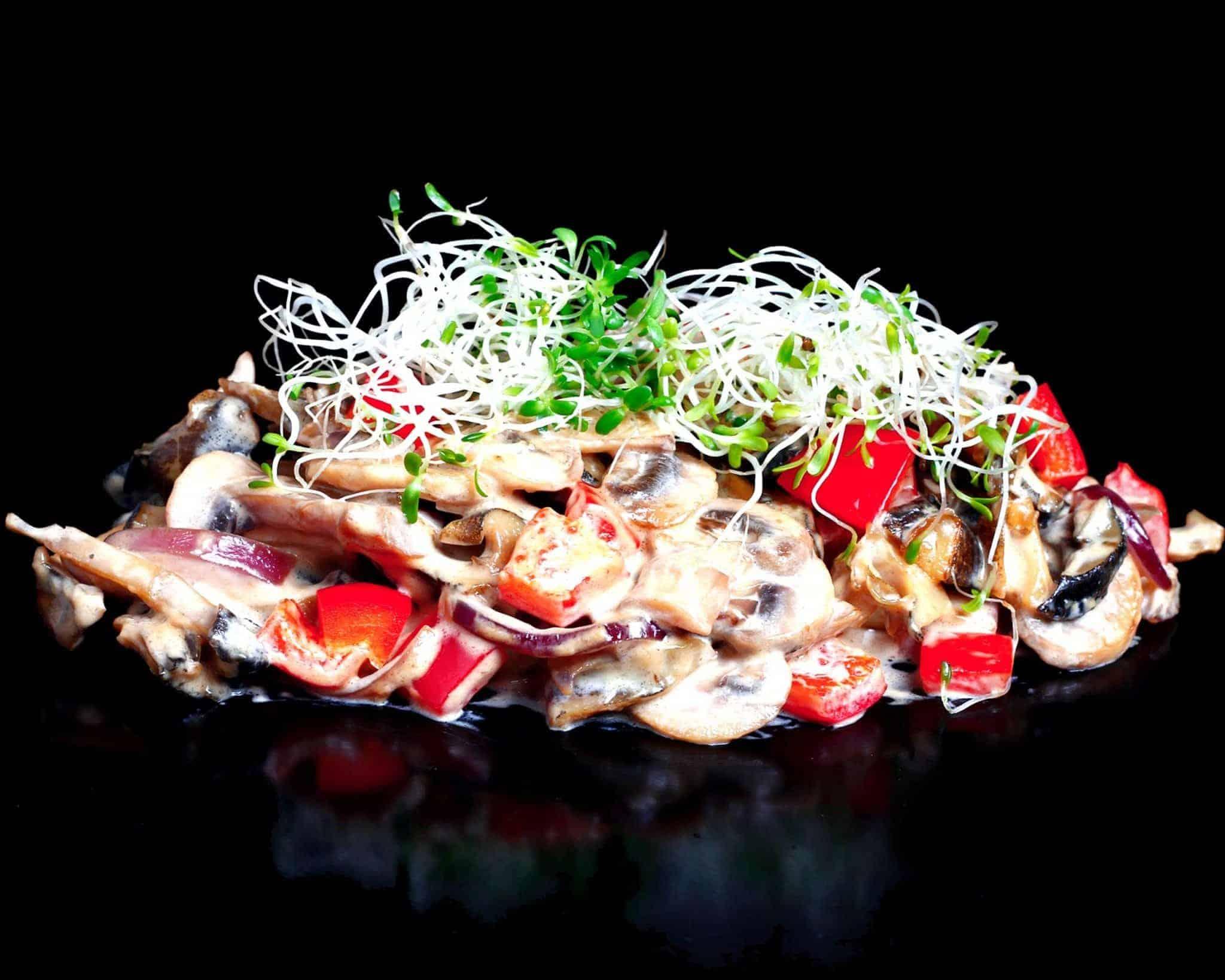 Рапани з овочами в устрично-вершковому соусі
