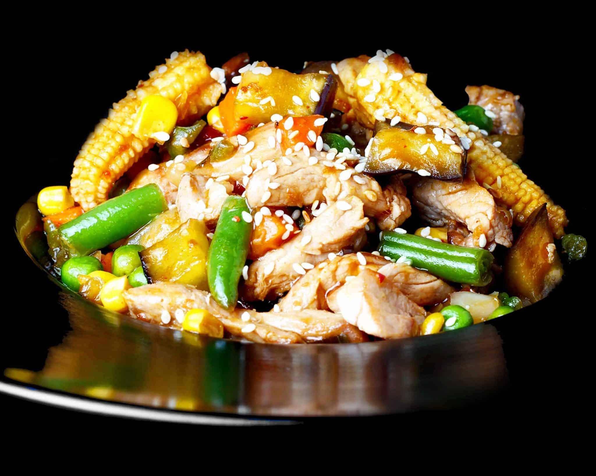 Свинина з овочами по тайськи