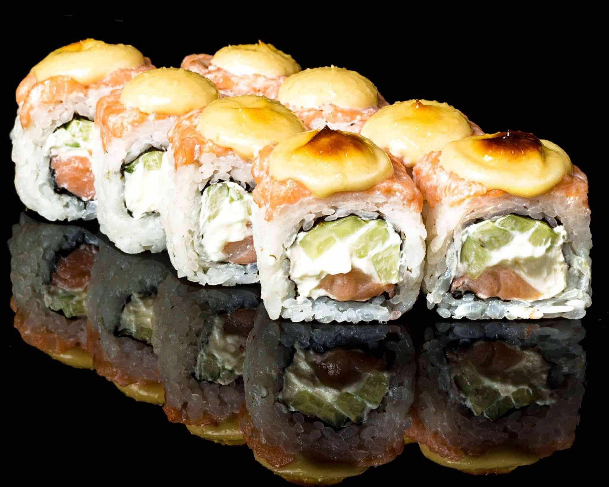 Запеченный ролл тар-тар с лососем (запеченный)