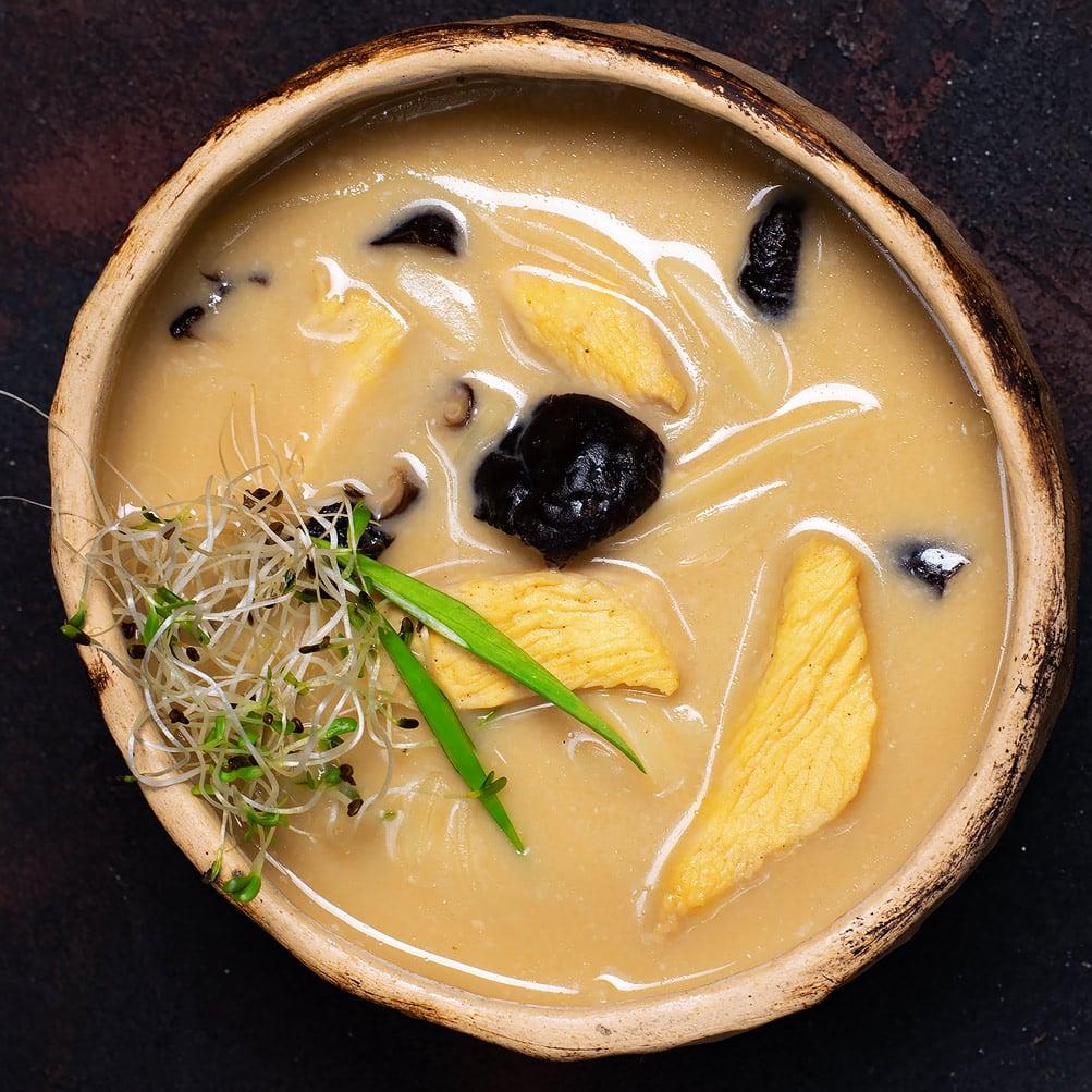 Сырный мисо суп с курицей и грибами