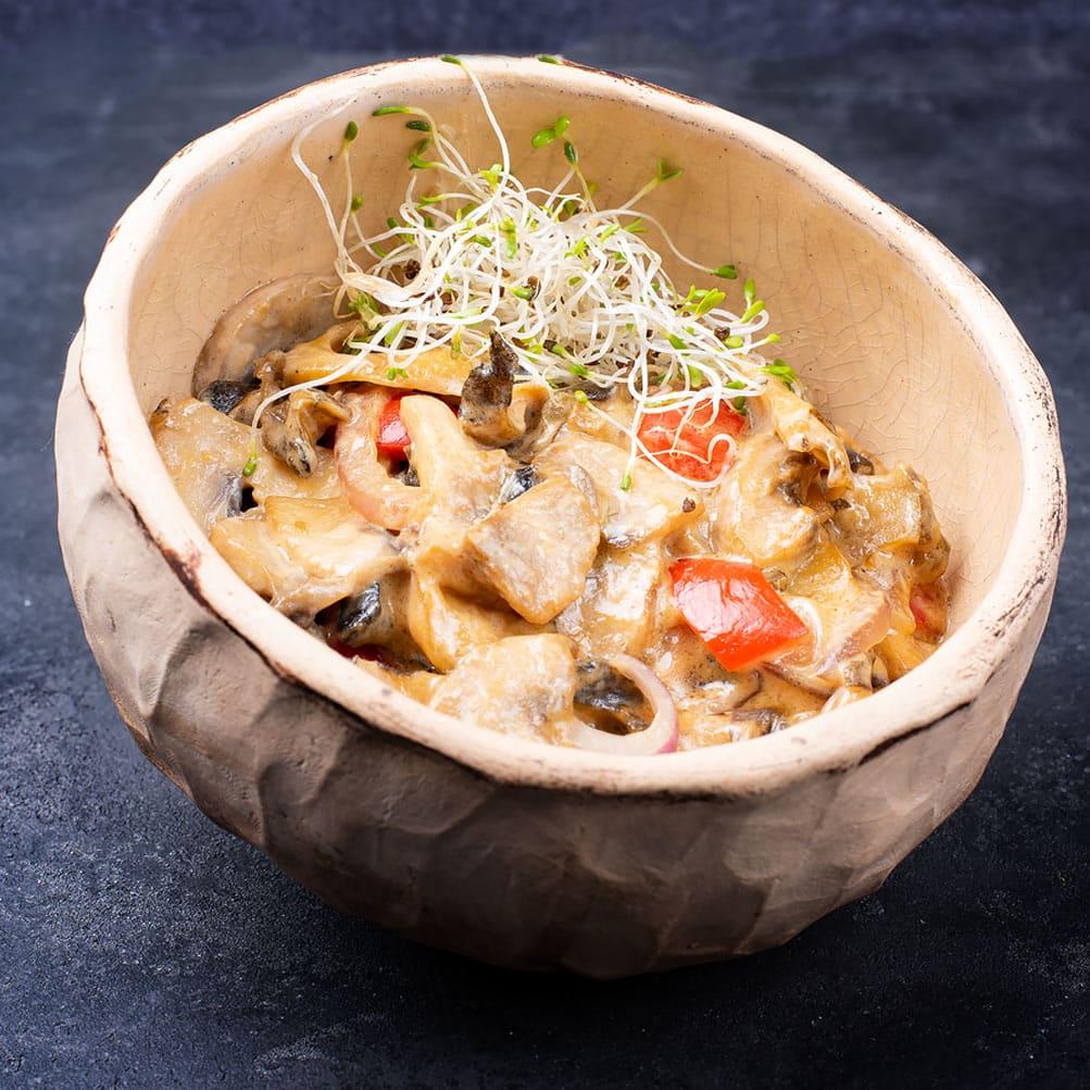 Рапаны с овощами в устричном-сливочном соусе